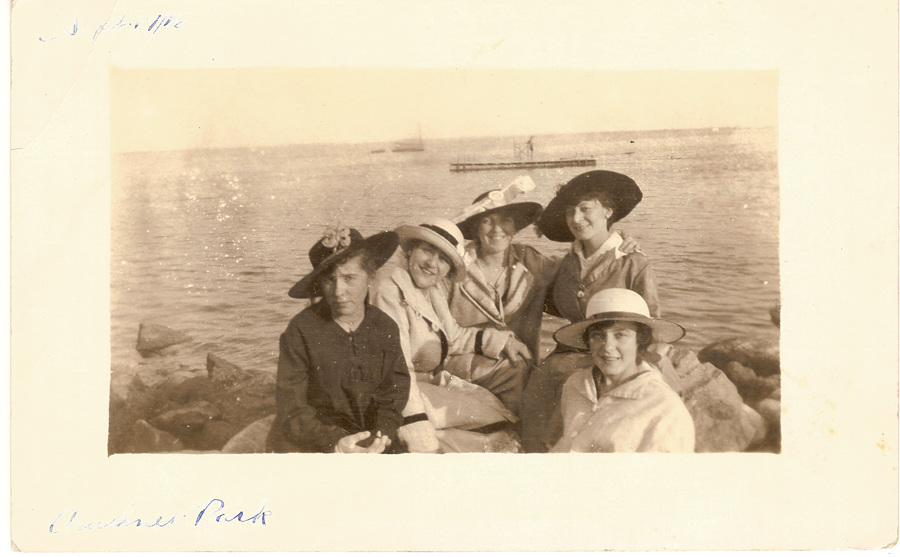 Girls Acushnet APrk September 17, 1916